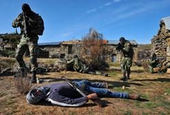 Combate. Os treinos dos militares conhecidos como rangers – porque os primeiros cursos se basearam na instrução desta tropa de elite americana – incluem o combate urbano
