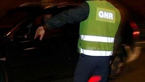 Faz gesto obsceno à GNR