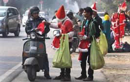 Comerciantes indianos vestiram-se a rigor para melhorar negócio