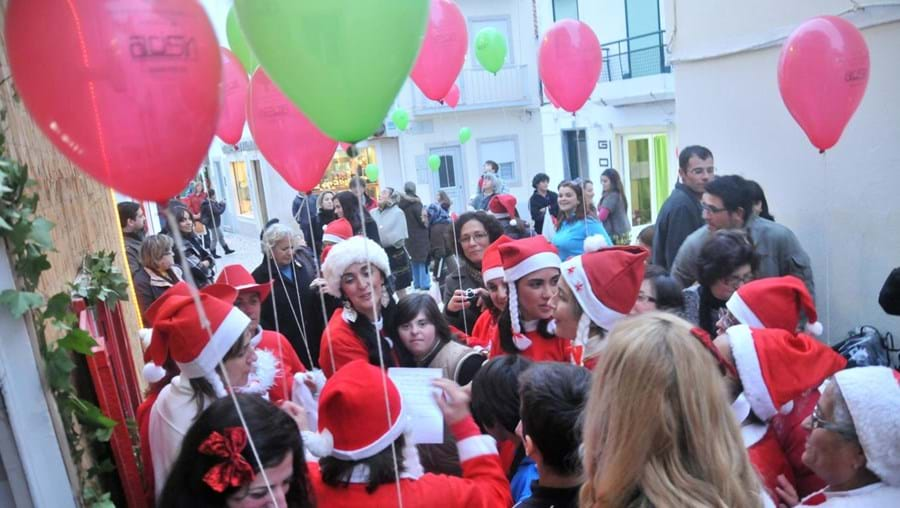 Desfile de Mães Natal na Nazaré