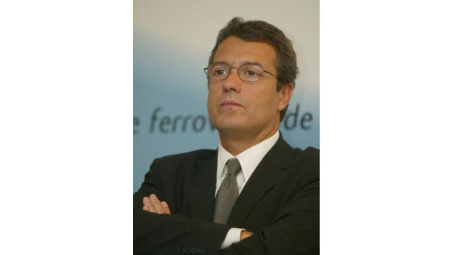 Após ter falhado a entrada na EDP, liderada por António Mexia, a E.ON vai-se concentrar na estratégia de expansão do negócio das energias renováveis