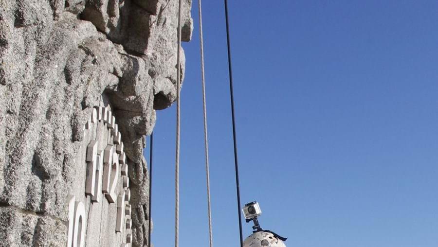 Torre tem 75 metros de altura e é um ex-líbris da cidade do Porto