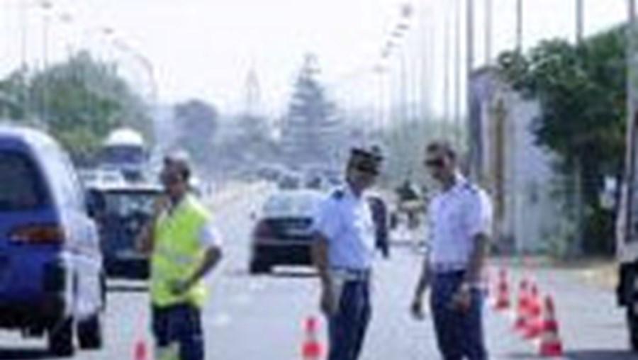 Reforço do policiamento parece impotente para controlar vandalismo na Via do Infante