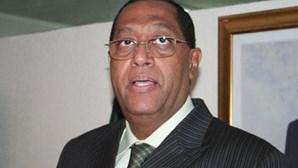 Ex-ministro angolano lesado em 1 milhão de euros por Rui Verde