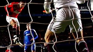 Manchester United recupera e empata com Chelsea