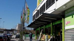 Gang armado ataca caixas e funcionários do AKI