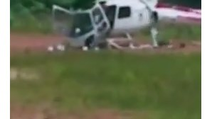 Helicóptero despedaça-se após aterragem forçada (COM VÍDEO)