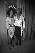 Whitney com a mãe, Cissy Houston, em 1988, uma das suas maiores referências musicias. (Mark Peterson/Reuters)