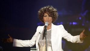 Ao longo de mais de duas décadas de carreira, 'A Voz' de Whitney Houston chegou a todos os cantos do Mundo. (Johannes Eisele / Reuters)