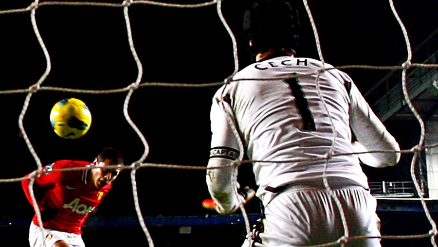 Chicharito selou a recuperação do Manchester United num jogo em que Nani nem no banco esteve