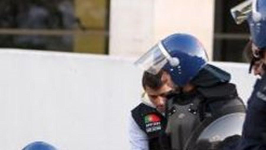Adeptos foram detidos entre dia 20 e esta sexta-feira por roubo, coacção, importunação sexual e agressão a policias entre outros crimes