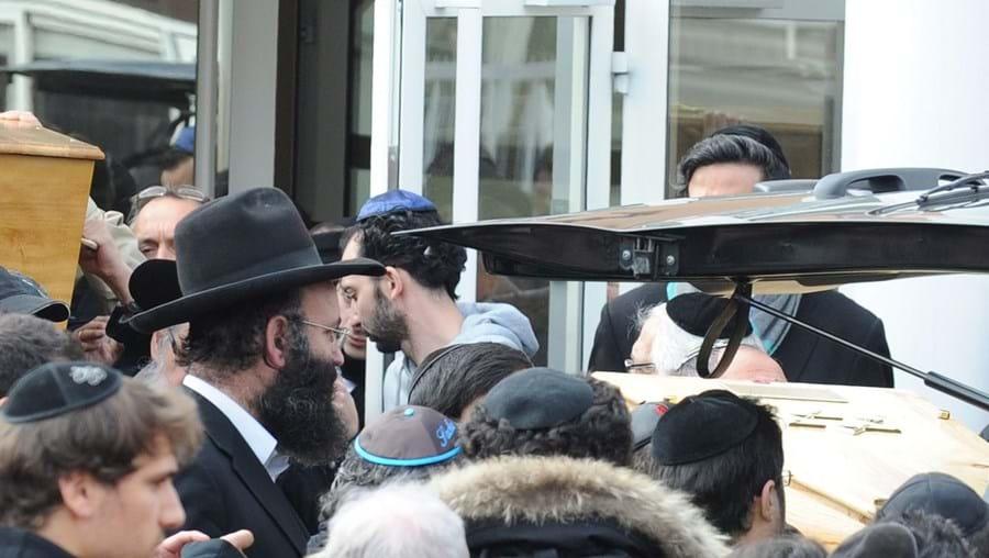 França cumpriu minuto de silêncio pelas vítimas do ataque contra escola judaica, que serão hoje sepultadas em Israel