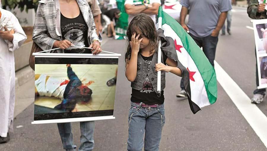 Sírios manifestam-se contra a violência no país