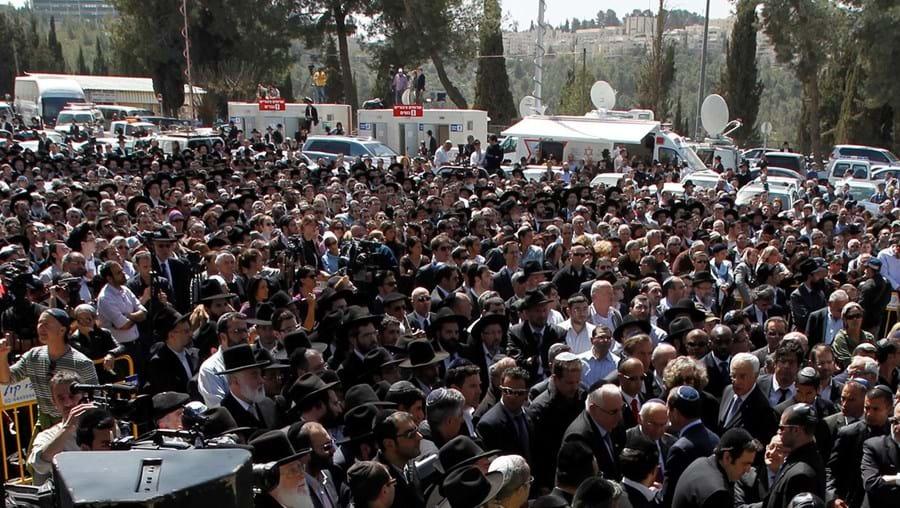 A cerimónia começou com a recitação da oração fúnebre judaica