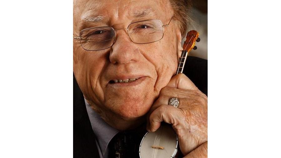 Nascido em 1924 na Carolina do Norte, Earl Scruggs contribuiu para popularizar nos Estados Unidos o 'bluegrass', um subgénero da música 'country'