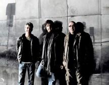 Formou o Bernardo Sassetti Trio com o baterista Alexandre Frazão e o contrabaixista Carlos Barreto