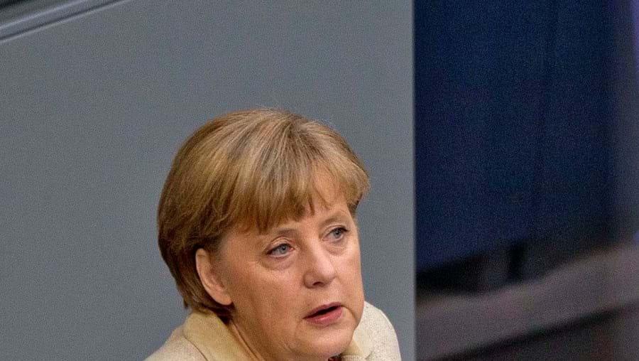 """Merkel diz que boa relação franco-alemã é """"fundamental"""""""