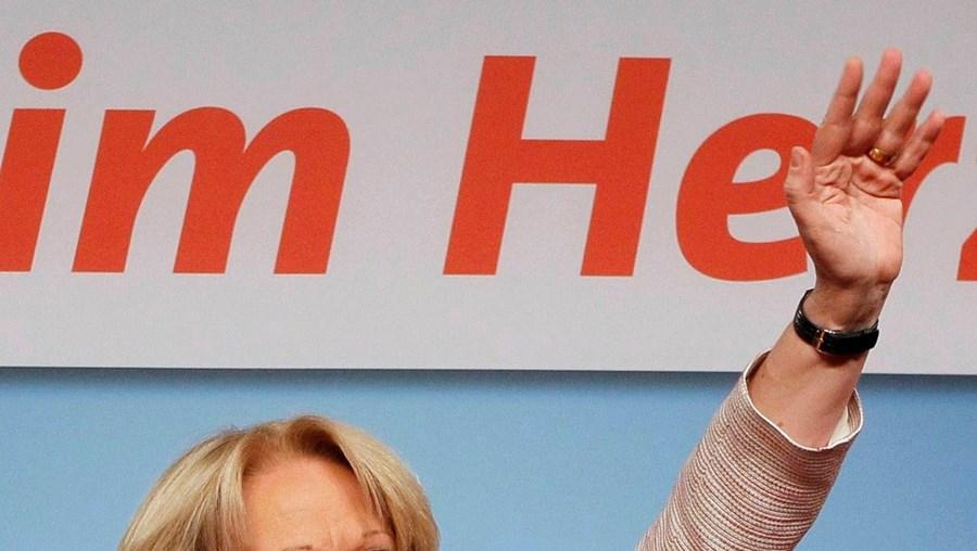 A líder local do SPD, Hannelore Kraft, festeja a vitória