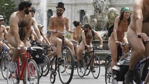 Ciclistas nus exigiram em Madrid mais segurança para bicicletas