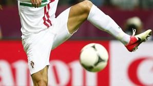 Ronaldo dá as 'meias' a Portugal