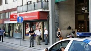 Sai em precária e assalta bancos