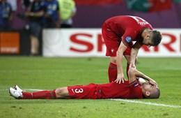Miguel Veloso consolou Pepe depois da oportunidade falhada