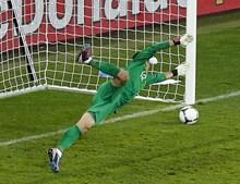 Rui Patrício esticou-se o mais que pôde, mas o remate do avançado do Bayern de Munique era indefensável