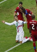 Ronaldo fica a pedir livre, apesar da reprovação de Jirácek.
