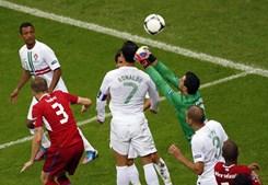 Rui Patrício teve pouco trabalho e ainda contou com o apoio de Ronaldo na defesa da baliza nacional.