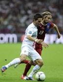 Moutinho, em luta com Plasil, fez o passe para o golo de Ronaldo.