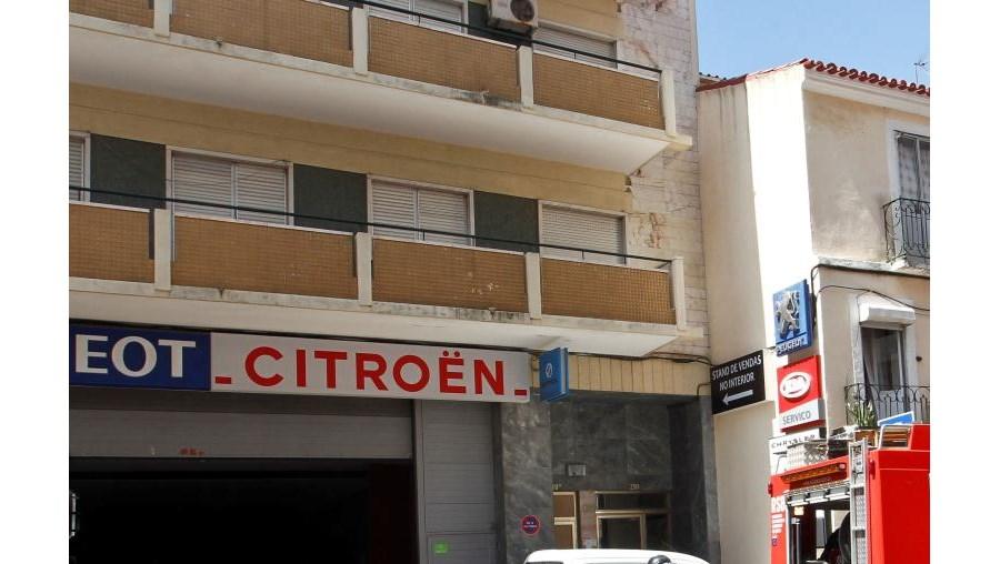 Bombeiros combateram chamas na cave de oficina em Lisboa