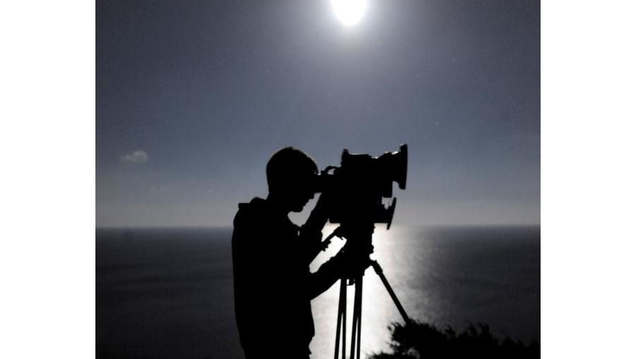 Militar da UCC vigia a costa algarvia com uma câmara Opal