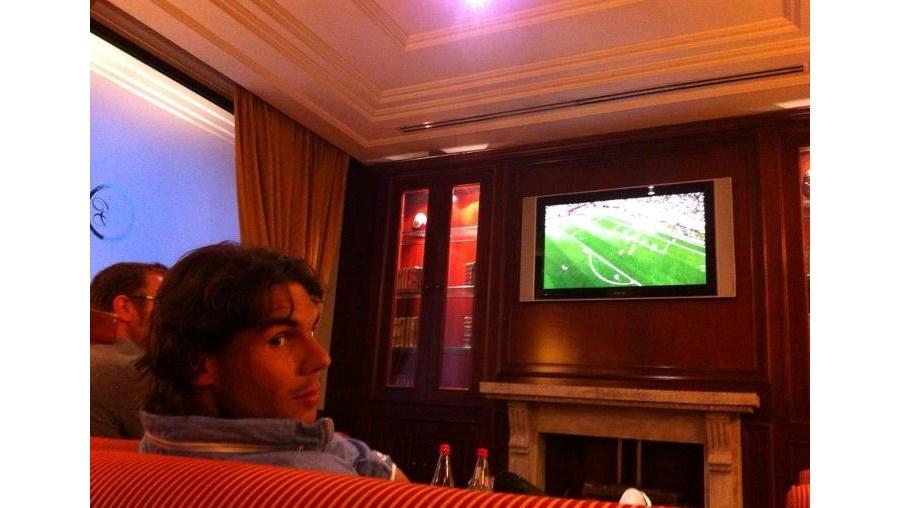 """""""A ver um jogo de futebol antes de ir descansar"""", escreveu o tenista espanhol"""