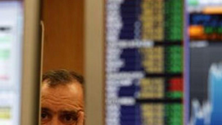 Bolsa de Lisboa seguia sessão a desvalorizar pressionada por Cimpor