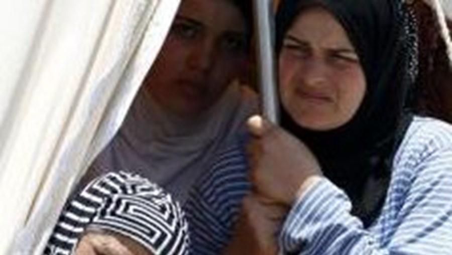 Milhares de refugiados já deixaram a Síria para fugir aos confrontos entre apoiantes do regime e rebeldes