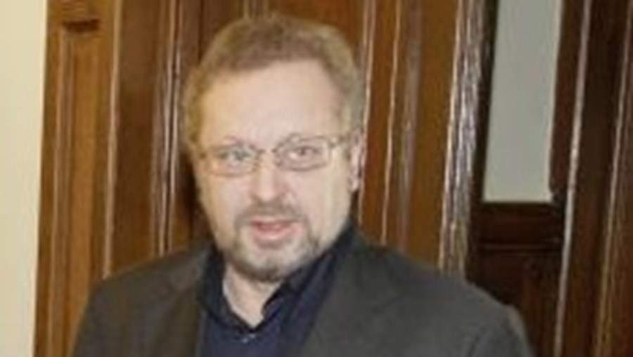O anúncio foi feito aos jornalistas no Parlamento pelo líder parlamentar do BE, Luís Fazenda