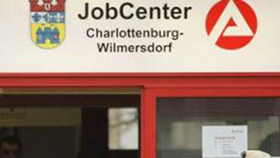Desemprego desce na Alemanha em Junho mas tendência positiva abranda
