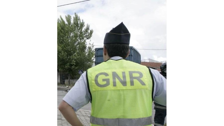 GNR, detidos, posse ilegal, arma, crime, investigação, criminal