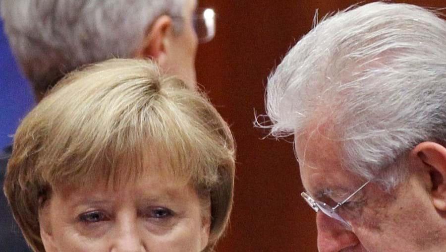 Merkel e Monti durante a cimeira da UE que ontem terminou em Bruxelas