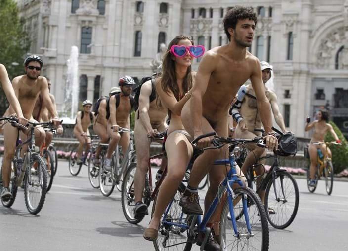 Protesto ciclonudista