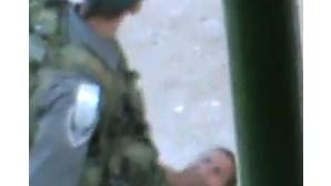 Soldados israelitas gravados a agredir criança palestiniana (COM VÍDEO)
