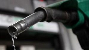 Petróleo negociado em terreno negativo