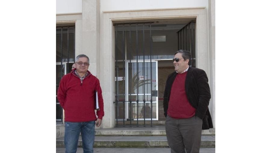 O antigo e o actual presidentes da Câmara Municipal de Aljezur, Manuel Marreiros e José Amarelinho