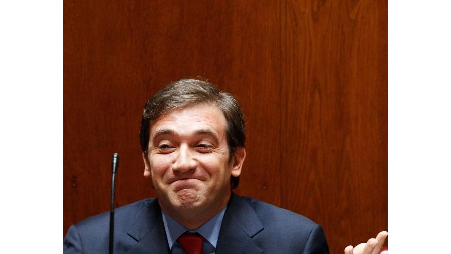 Primeiro-ministro recusa retirar confiança política a Miguel Relvas