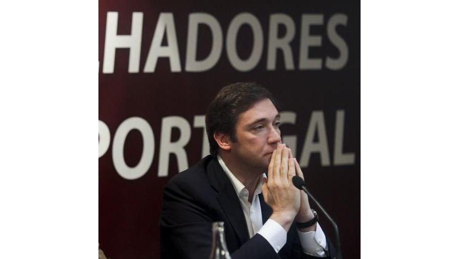 Governo de Passos Coelho vai ter de arranjar alternativa a corte de subsídios para cumprir défice