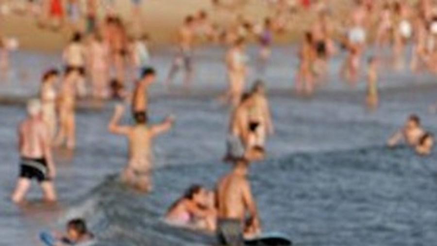 Moradores reclamam facilidades de acesso à praia da cidade