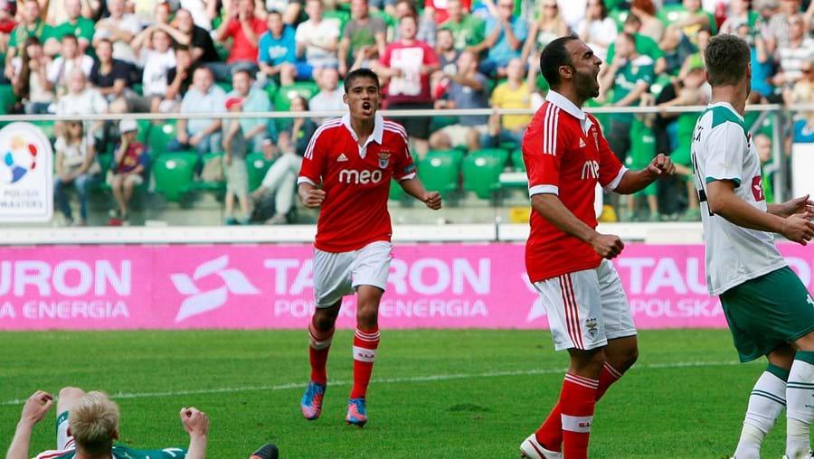 Martins festeja o 3-2 do Benfica após remate à barra de Melgarejo