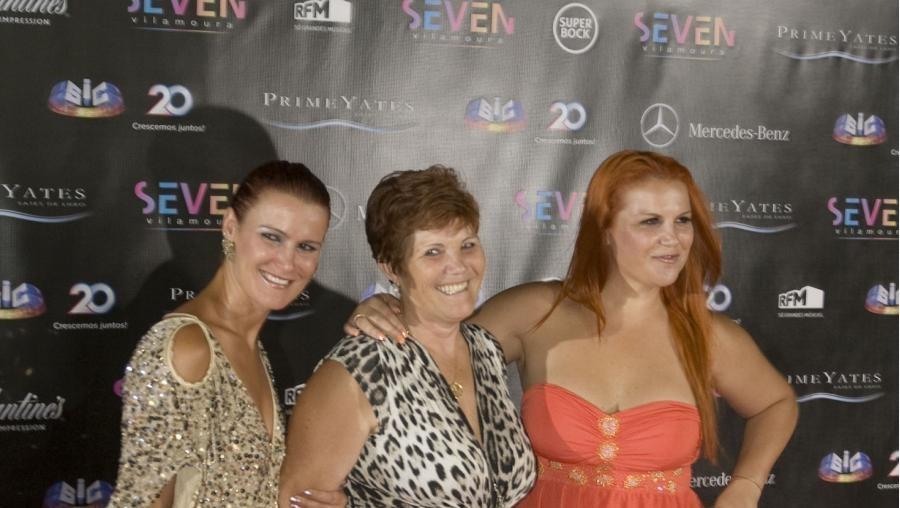 As irmãs de CR7, Katia e Elma Aveiro, foram com a mãe, Dolores, à inauguração