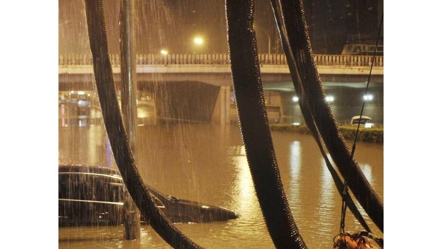 As chuvas em Pequim já causaram falhas no abastecimento de electricidade