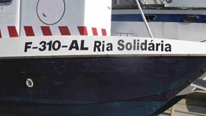Barco-ambulância continua parado